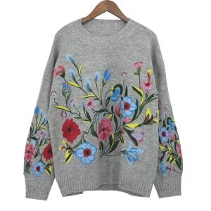 48d87163f7828 Sweter damski z ozdobnym haftem kwiatowym A5