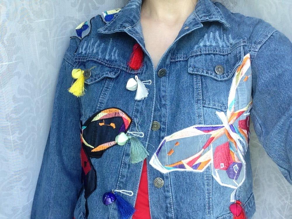 Wzorzysta kurtka w kolorowe motyle POMPONIKI